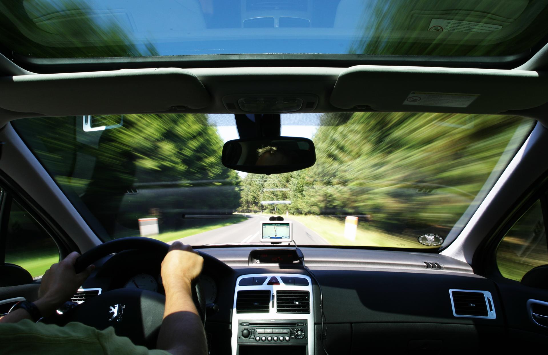 gps-driving-2-1353290-1919x1244